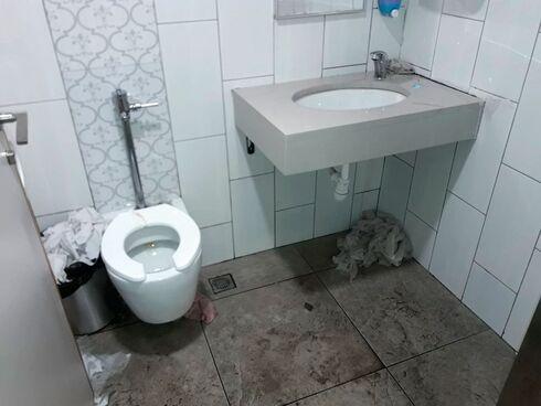 זוהמה בשירותים