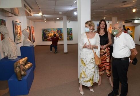 משפחת חייט וששון בפתיחת התערוכה
