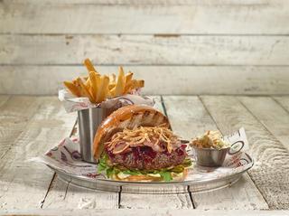 ההמבורגר של רשת BBB. צילום: יורם אשהיים