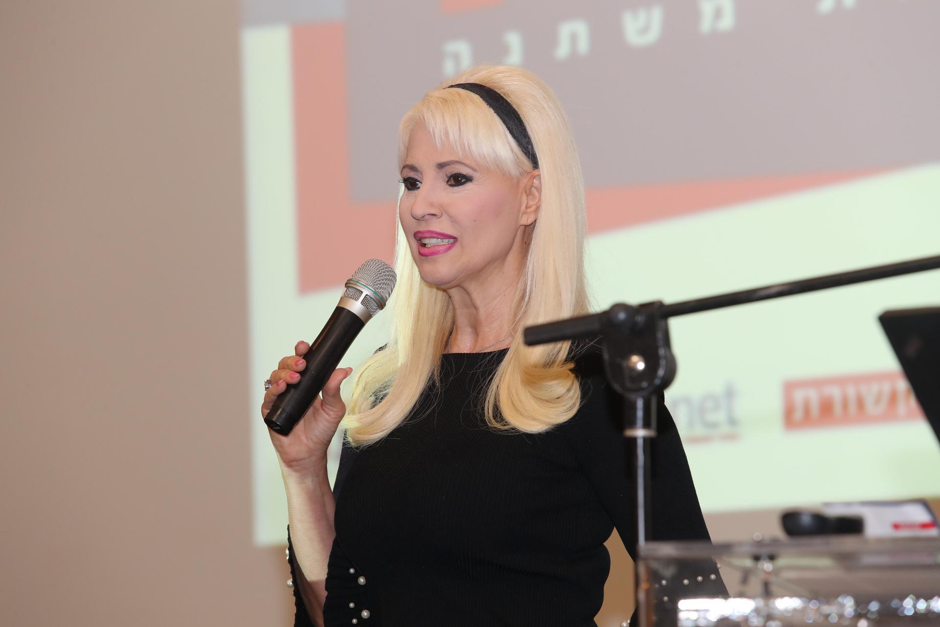 פנינה רוזנבלום מרצה בכנס. צילום: גיל נחושתן