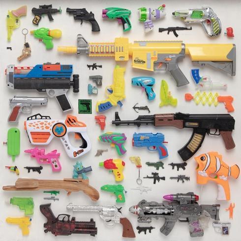 אוסף האקדחים שלי, עבודה של טל טנא צ'צקס. צילום: רן יחזקאל