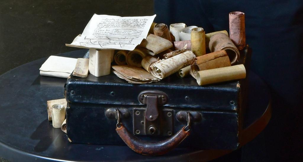 המזוודה שהגיעה לספרייה הלאומית | צילום: רפי קוץ
