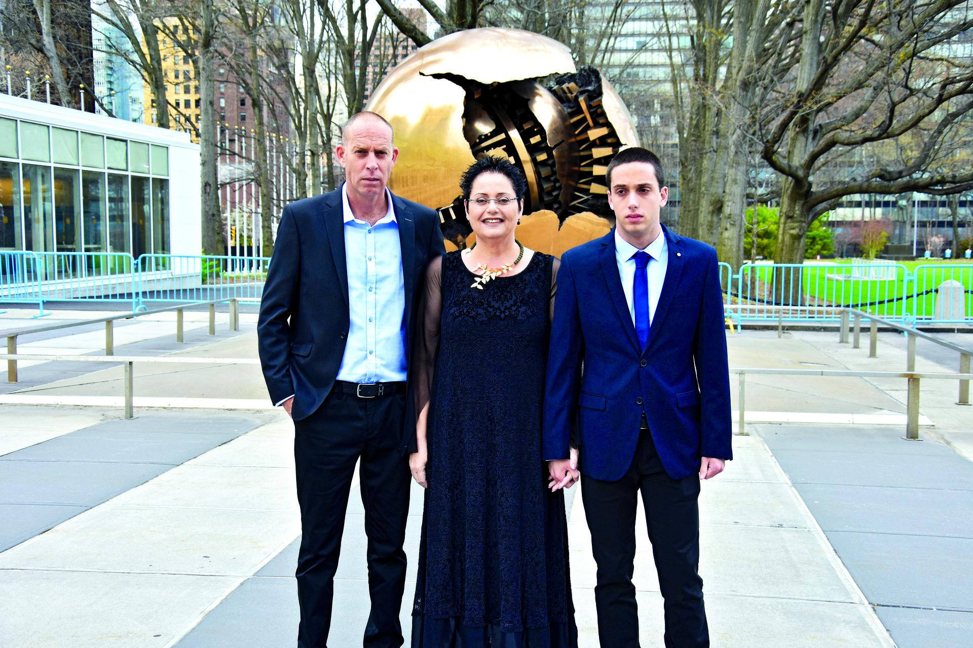 אפק עם אמו בניו יורק, בתערוכה האחרונה | צילום: נגה אפק