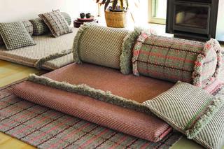 כריות, שטיחים ומרבצי ישיבה בעיצובה של פטרישיה אורקיולה, הביטאט