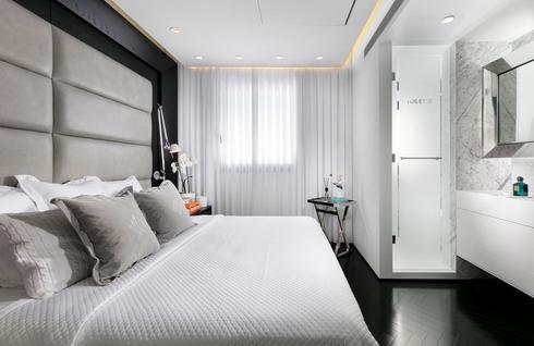 חדר השינה בסגנון מלון בוטיק. צילום: אלעד גונן