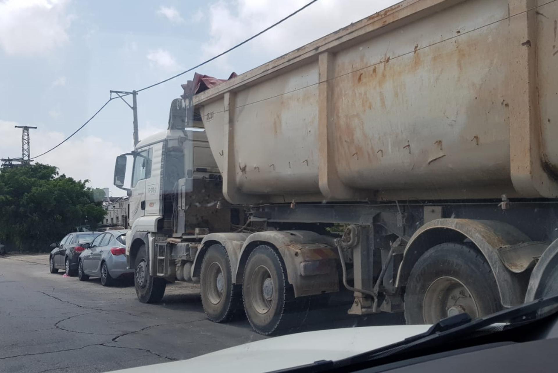 המשאיות ברחוב. צילום: לירן יוסף
