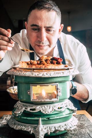 """השף אבי לוי משיק סדרת מנות שף. יח""""צ"""