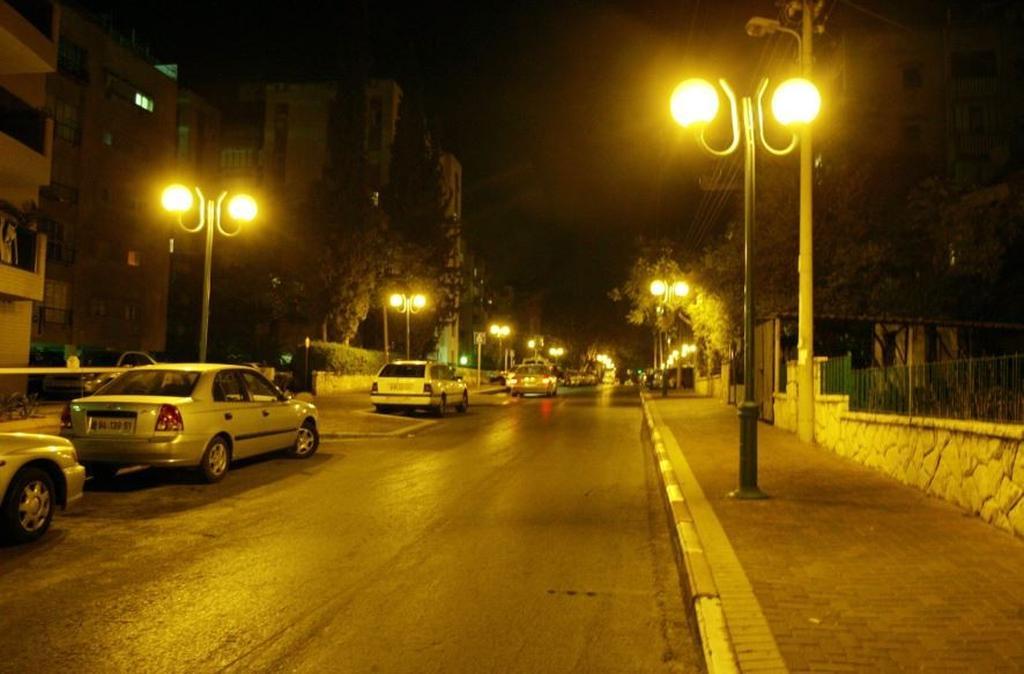 תאורת רחוב | צילום: טל שחר