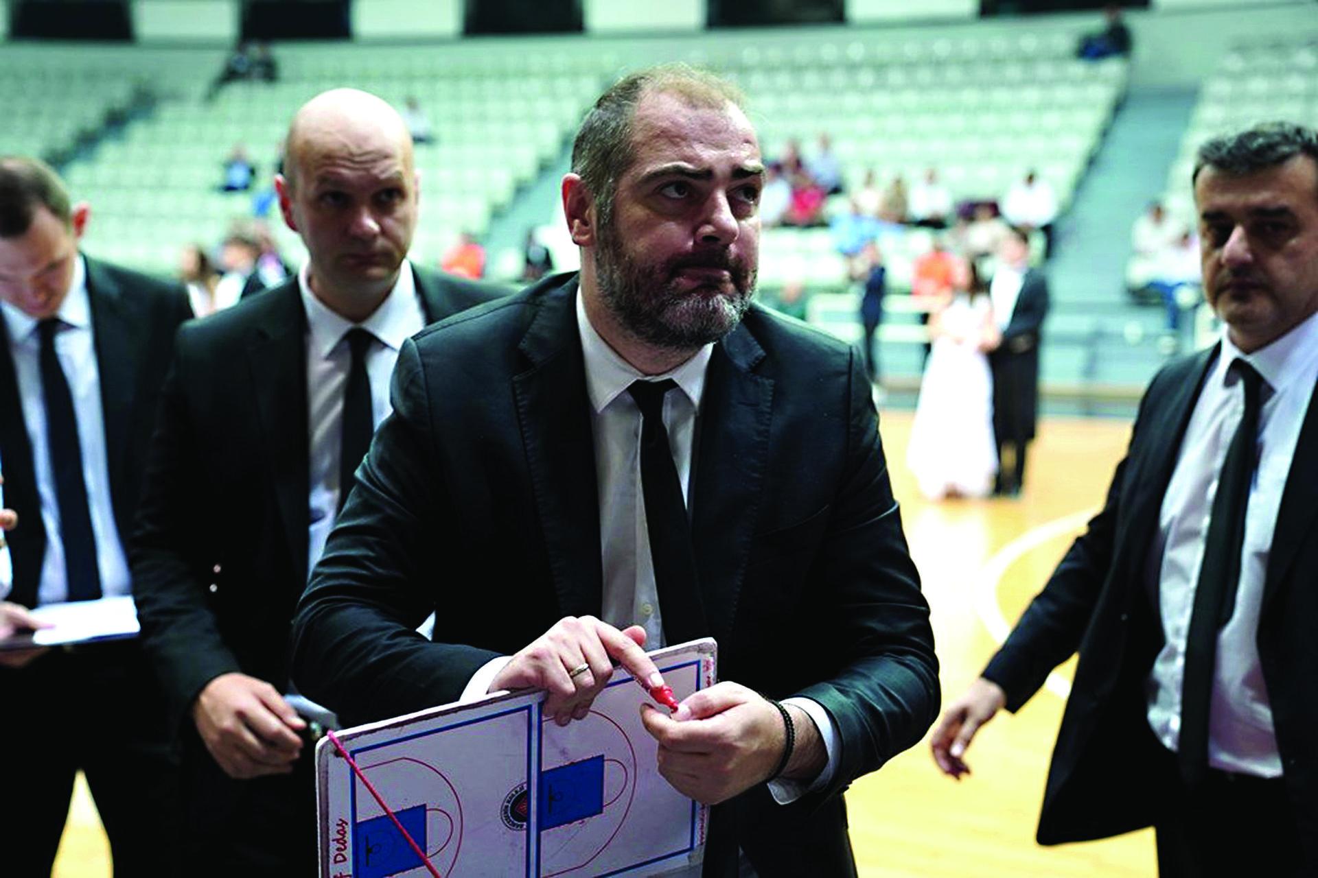 דדאס. 'זכה' לראות את חניכיו העתידיים בתצוגת נפל   צילום: FIBA.COM
