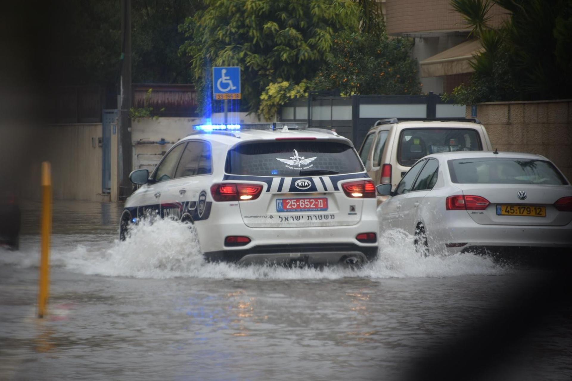 מזג אוויר סוער גם בכבישים | צילום: דוברות המשטרה